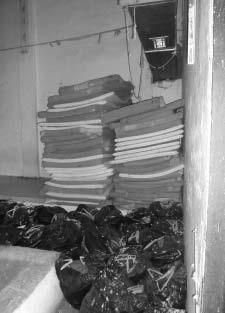 Βρυσσικά: Απρίλιος 2008, εσωτερικό χώρου κράτησης...