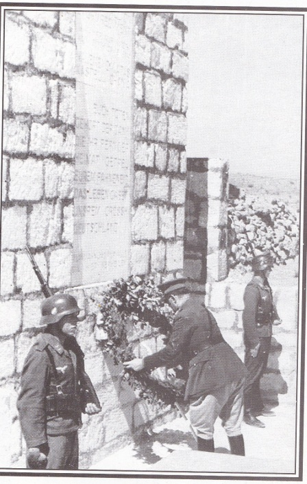 Τον Αύγουστο του 1942 ο - διορισμένος από τους Ναζί - κατοχικός πρωθυπουργός Τσολάκογλου επισκέφθηκε την Κρήτη. Πρώτη του ενέργεια ήταν να επισκεφθεί το μνημείο που είχαν ανεγείρει οι Γερμανοί στα Χανιά και να καταθέσει στεφάνι στη μνήμη των εισβολέων.