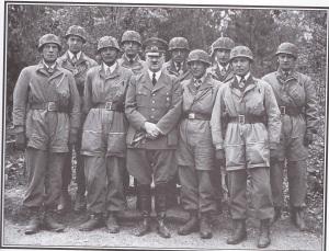 Ο Χίτλερ με τους επιτελείς των αλεξιπτωτιστών πριν από την επίθεση στην Κρήτη