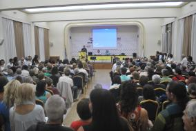 Ο Σάκης Ροδίτης μιλάει στην παρουσίαση του βιβλίου του στην Πάτρα.