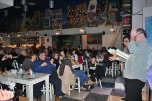 """Γιώργος Ηλιάδης και Ζαχαρίας Κατσακός στην παρουσίαση του μυθιστορήματος """"Τα δυο πουγκιά"""", στο Ηράκλειο."""