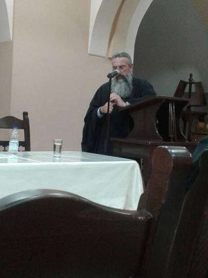 """Ο Σεβασμιότατος Μητροπολίτης Ρεθύμνης κ.κ. Ευγένιος μιλά στην εκδήλωση για την παρουσίαση του παραμυθιού της Ελευθερίας Τσικαλά """"Ο ήρωας της θάλασσας""""."""