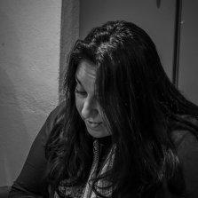 """Η Ελευθερία Αποστολάκη διαβάζει αποσπάσματα από """"Το μαγκάλι""""."""