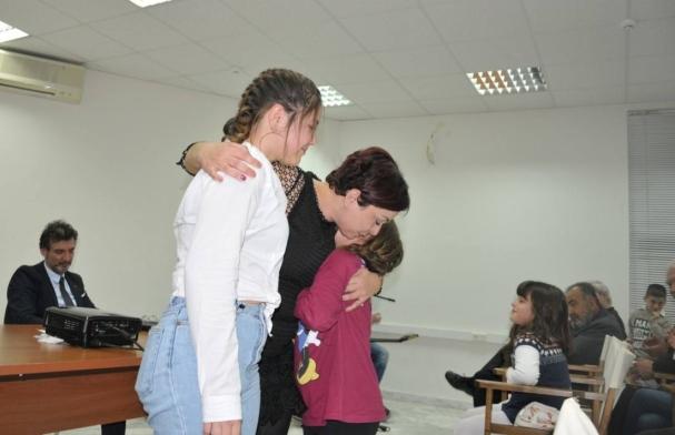 Η Κωνσταντίνα Χαριτάκη με τα παιδιά της στην πρόσφατη παρουσίαση του βιβλίου της στο Πνευματικό Κέντρο Χανίων