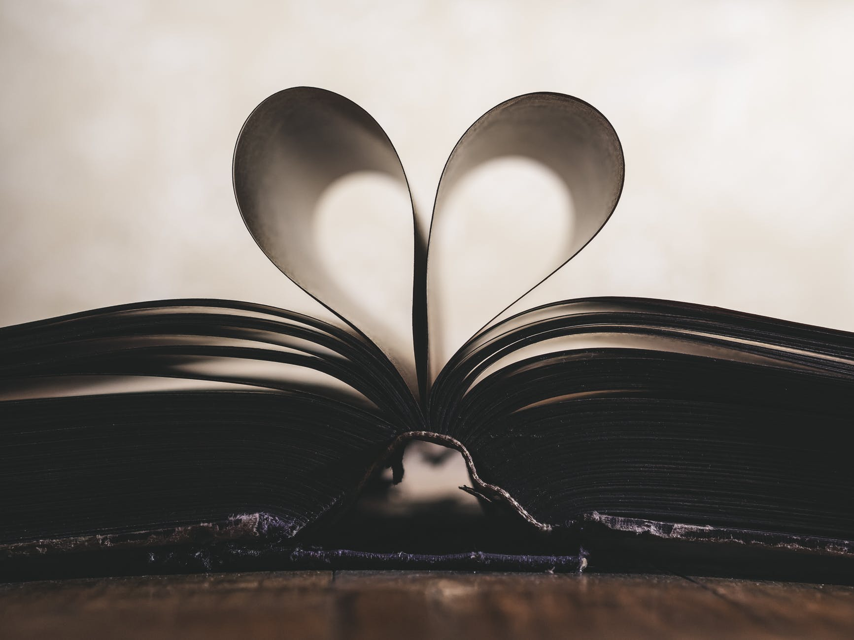 paper-romance-symbol-valentine-159526.jpeg