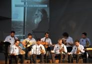 """Φωτογραφία από την πρώτη παρουσίαση του βιβλίου στο Πνευματικό Κέντρο Χανίων, με τον παραδοσιακό μουσικό σύλλογο Αποκορώνου """"Ο Χαρίλαος"""" να μελοποιεί στίχους του Ειρηναίου Γαλανάκη"""