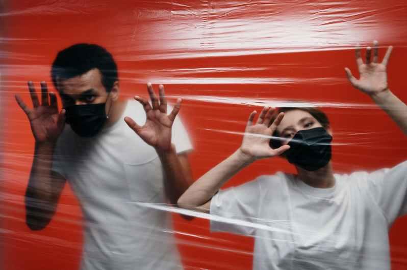 two people showing fear on coronavirus